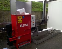 SK200 Screw Compactor for Compacting Used Fish Boxes in France