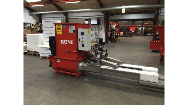 SK200Twin RUNI Screw Compactor for EPS with compacted EPS Blocks in Exit Trays